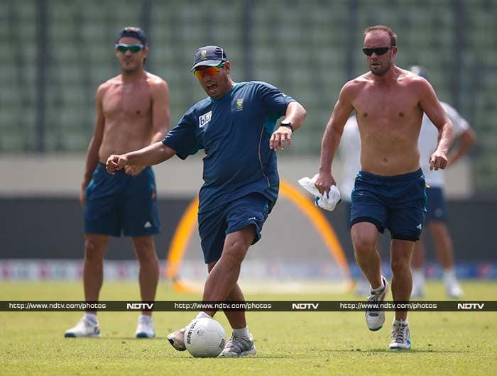 Coach Russell Domingo also displays his football skills.<br><br> While he seems to be having his fair share of fun, Domingo would know that his side has won only once in four WT20 meetings against India - a statistic he would be hoping changes come Friday.