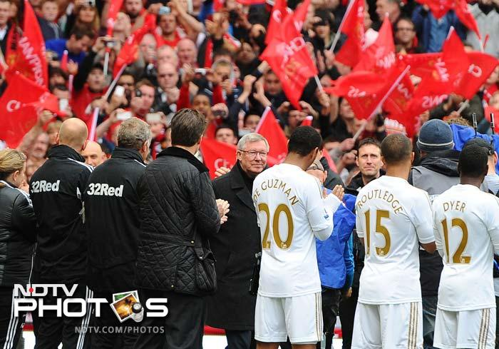 Ferguson had been given a guard of honour by players from United and Swansea as he made his way onto the pitch before the game.