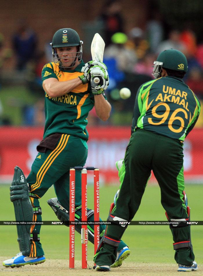 AB de Villiers hit 74 and South Africa were still in the hunt.