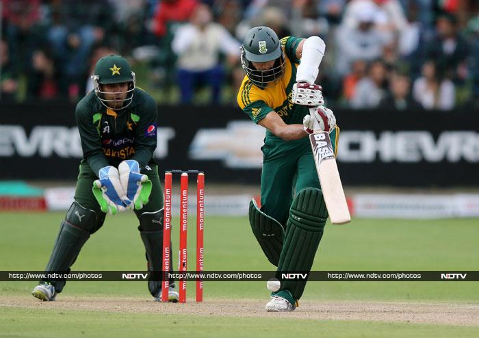 Hashim Amla hit a fluent 98 as he threatened to take the game away from Pakistan.