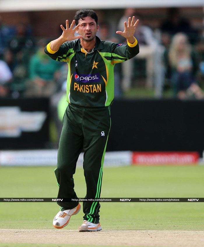 Junaid Khan was the pick of the Pakistani bowlers with 3 for 42 in 9 overs.