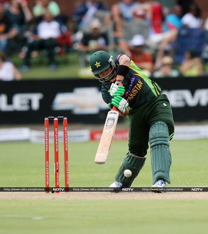 Umar Akmal got quick runs at the end with 42 that saw Pakistan post 262 in 45 overs.