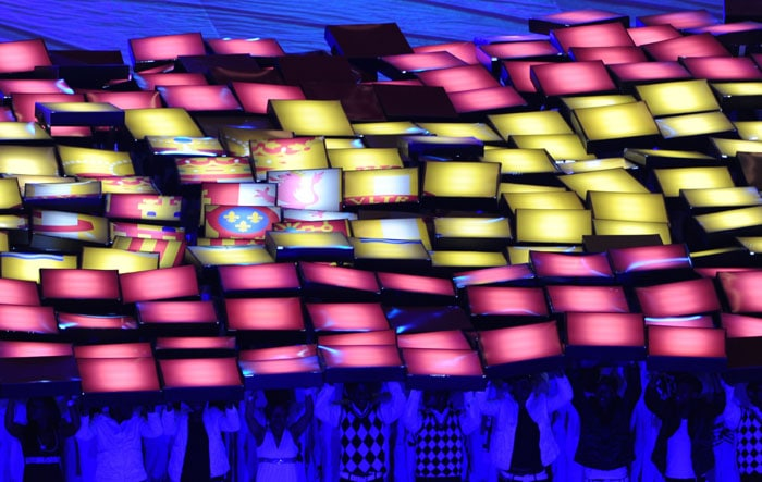 Performers wave lights forming Spain's national flag during the closing ceremony. (AFP Photo)