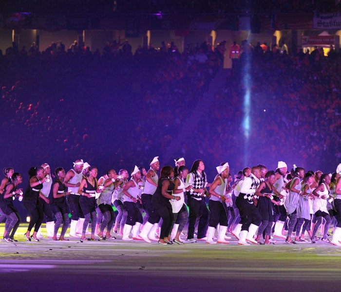 African artists perform at the closing ceremony. (AFP Photo)