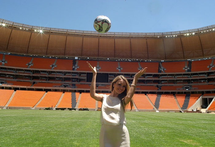The Current Miss World Ksenia Sukhinova of Russia plays with the ball at Soccer city stadium during a visit by the 112 Miss World contestants their visit. (AFP Photo)
