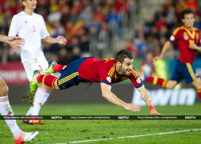 Spain moved to within a point of sealing their place at next year's World Cup with an unconvincing 2-1 win over Belarus in Mallorca on Friday. Second-half goals from Xavi and Alvaro Negredo put Vicente del Bosque's men in charge.
