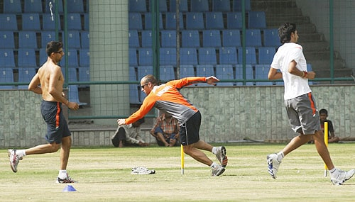 Gary Kirsten runs with Ashish Nehra and Ishant Sharma during a fitness test session in New Delhi. (AP Photo)