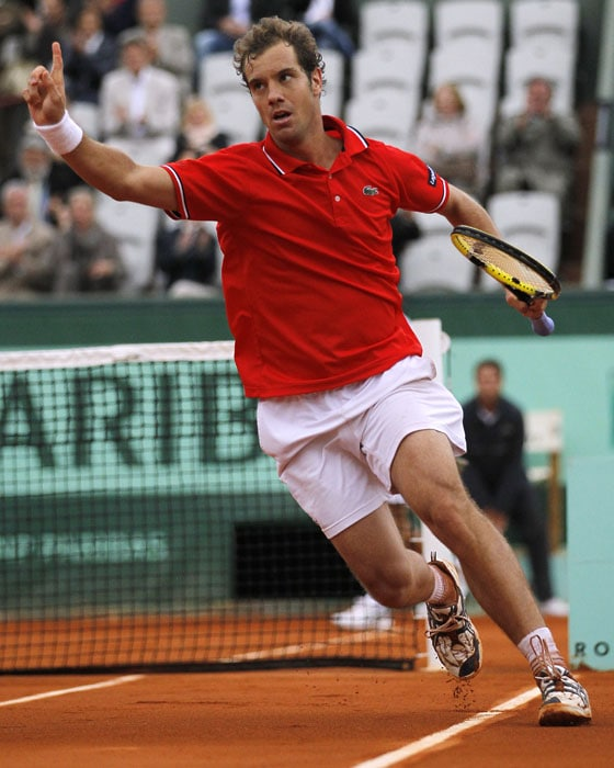 Another French hope Richard Gasquet kept alive his challenge after a tough battle against Thomaz Bellucci. (AFP Photo)