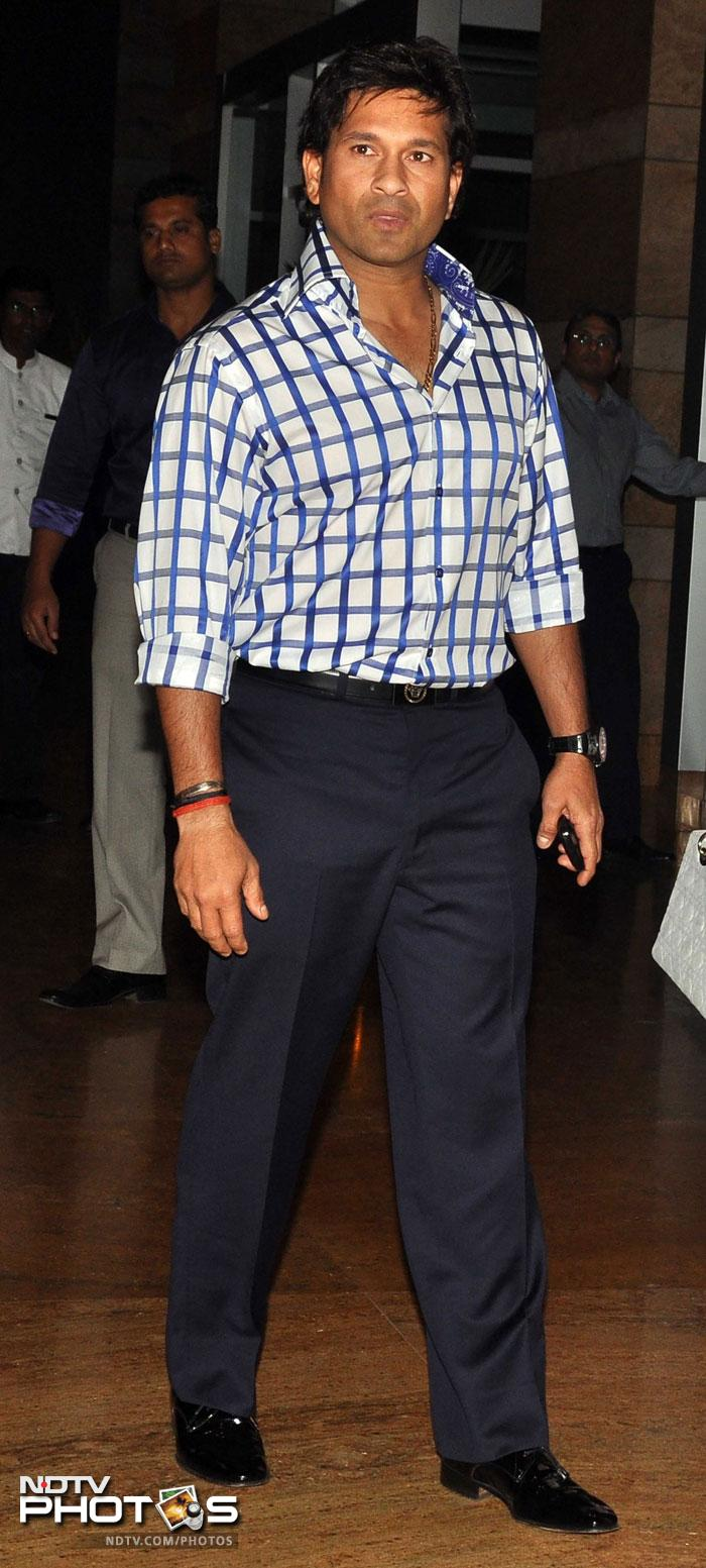 <b>2. </b> Tendulkar stands second at USD one crore and 86 lakh, out of which USD one crore and 65 lakh comes from advertisements, while the rest is from playing cricket.