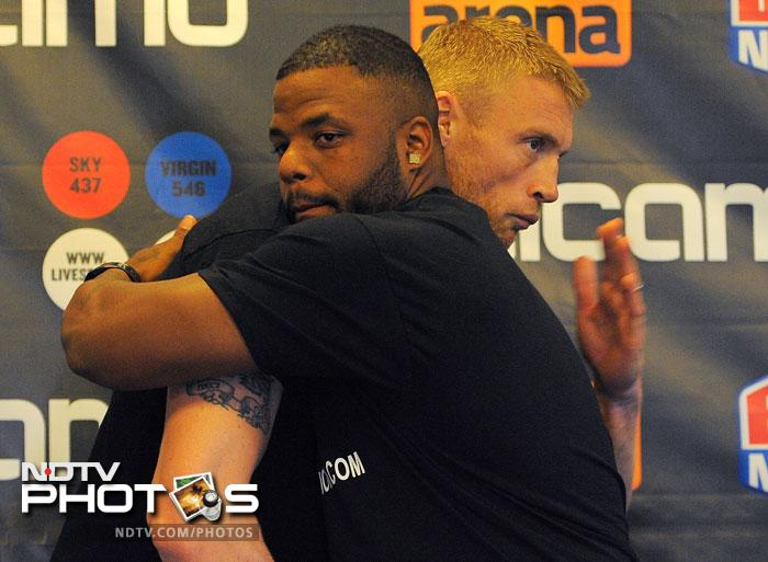 Flintoff Dawson pose for pictures following a press conference at the MEN Arena in Manchester, north-west England. (AFP Photo)