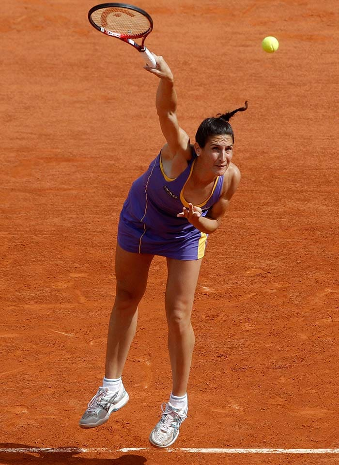 The real winner of the day was Virginie Razzano of France who won hearts despite her 3-6,1-6 loss. She dedicated her match to her fiance who had died just eight days ago.
