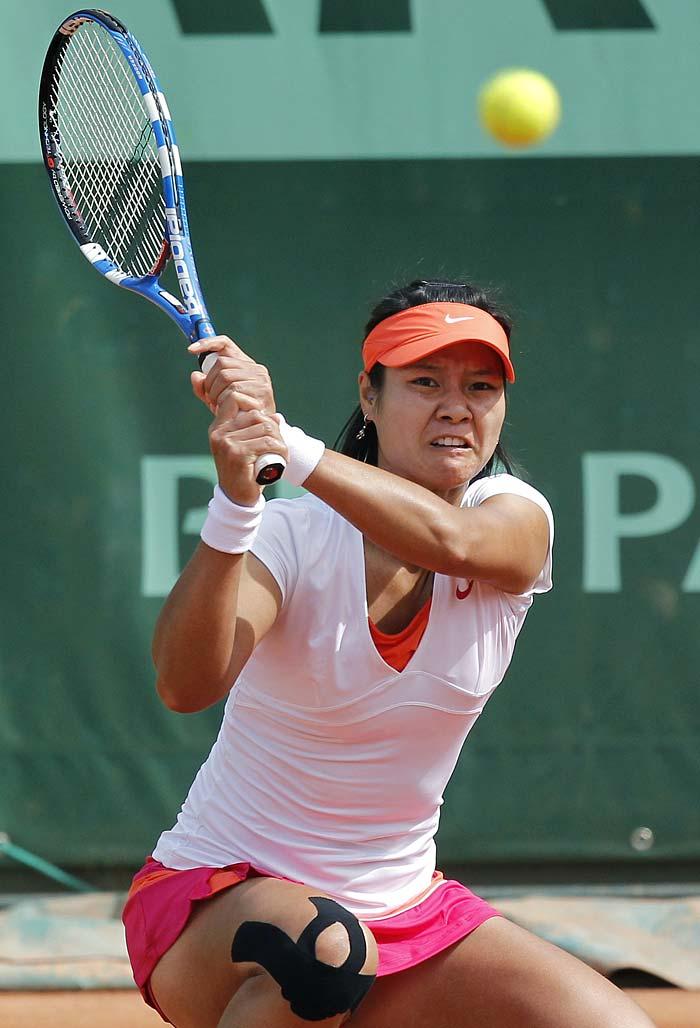 China's Na Li kept Asian hopes flying as she defeated Barbora Zahlavova Strycova 6-3, 6-7, 6-3.