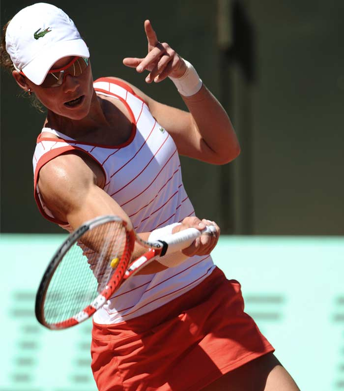 In the women's draw, Samantha Stosur blazed past Simona Halep 6-0, 6-2 to book a spot in the third round.