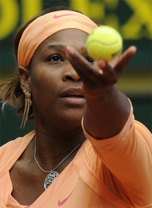 """<b>SERENA WILLIAMS</b> (UNITED STATES OF AMERICA)<br/><br/> <b>World ranking</b>: 1<br/> <b>Birthdate</b>: Sept 26, 1981<br/> <b>Birthplace</b>: Saginaw, Michigan, USA<br/> <b>Residence</b>: Palm Beach Gardens, Florida, USA<br/> <b>Height</b>: 5'9"""" (175 cm)<br/> <b>Weight</b>: 150 lbs (68 kg)<br/> <b>Plays</b>: Right-handed (two-handed backhand)<br/> <b>Turned pro</b>: 1995<br/> <b>Career singles titles</b>: 36<br/> <b>Grand Slam singles titles</b>: 12<br/> <b>Career prize money</b>: 30,752,507 dollars<br/> <b>Best French Open result</b>: Champion (2002)<br/> - Back to where she feels she belongs as world number one, the younger of the Williams sisters was regal in winning the Australian Open in January - her 12th major title. Since then she has taken time off to rest her knees playing only two recent tournaments in Rome and Madrid. Short of form, but still the deadliest player on the women's circuit and full of motivation to win in Paris for only the second time after 2002"""