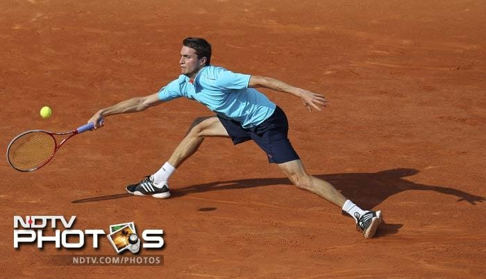 France's Gilles Simon returns the ball to USA's Ryan Harrison during their first round match in the French Open at the Roland Garros stadium in Paris. (AP Photo)