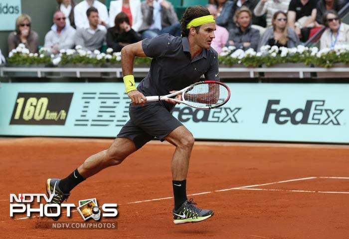 Switzerland's Roger Federer runs as he plays with Belgium's David Goffin during their Men's Singles 4th Round tennis match of the French Open at the Roland Garros stadium in Paris. (AFP Photo)