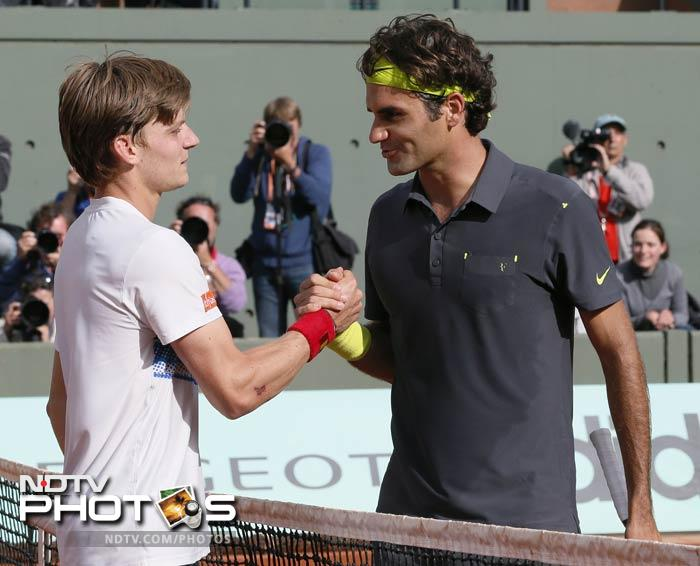 Switzerland's Roger Federer (R) shakes hands after winning over Belgium's David Goffin (L) during their Men's Singles 4th Round tennis match of the French Open at the Roland Garros stadium in Paris. (AFP Photo)
