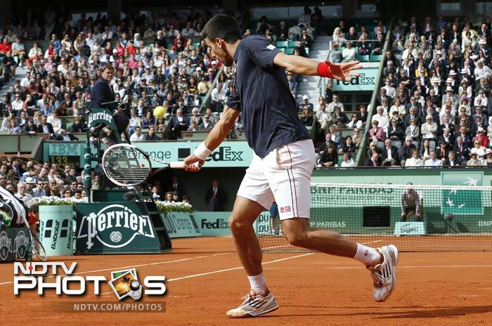 Serbia's Novak Djokovic hits a return to Italy's Andreas Seppi during their Men's Singles 4th Round tennis match of the French Open at the Roland Garros stadium in Paris. (AFP Photo)