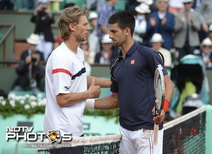 Serbia's Novak Djokovic shakes hands with Italy's Andreas Seppi after winning their Men's Singles 4th Round tennis match of the French Open at the Roland Garros stadium in Paris. (AFP Photo)