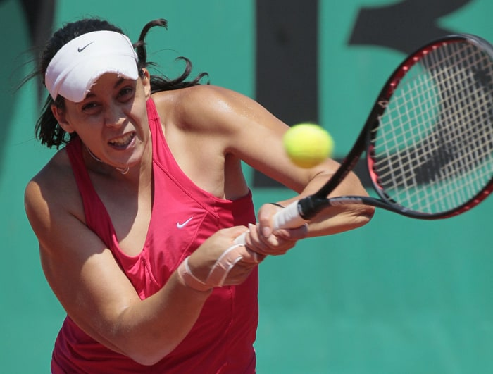 France's Marion Bartoli returns the ball to France's Olivia Sanchez in the second round. (AFP photo)