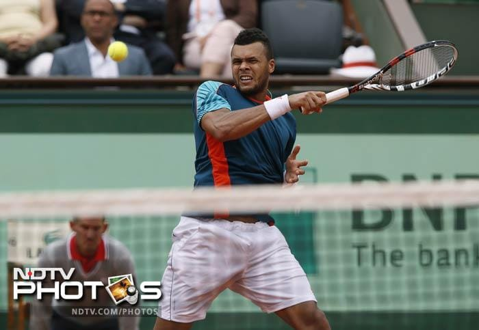Fifth seed Jo-Wilfred Tsonga registered a comprehensive win against Italy's Fabio Fognini. (7-5, 6-4, 6-4 )
