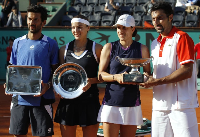 Serbia's Nenad Zimonjic and Slovenia's Katarina Srebotnik pose along with their opponents after they won the mixed double final match. (AFP PHOTO)