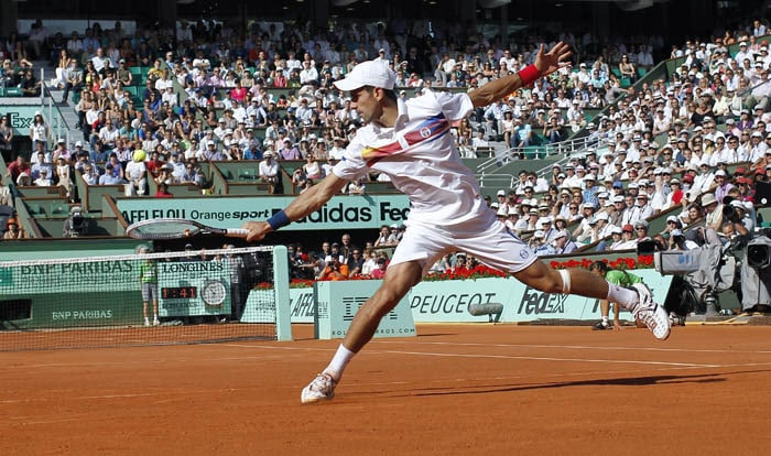 Serbia's Novak Djokovic, the winner of the match, returns the ball to France's Richard Gasquet during their men's fourth round match in the French Open tennis championship at the Roland Garros stadium in Paris. (AFP PHOTO)