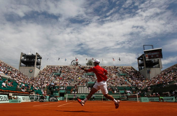 Colombia' Alejandro Falla was bidding to become the first Colombian man to reach a Grand Slam quarter-final but the dream was crumbled by Argentina's Juan Ignacio Chela at the French Open tennis tournament at the Roland Garros stadium in Paris. (AP Photo)