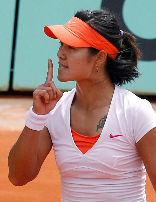 Li Na became the first Chinese player to advance to the quarter-finals of the French Open after defeating 21-year old Czech Petra Kvitova in the fourth round. (AFP Photo)