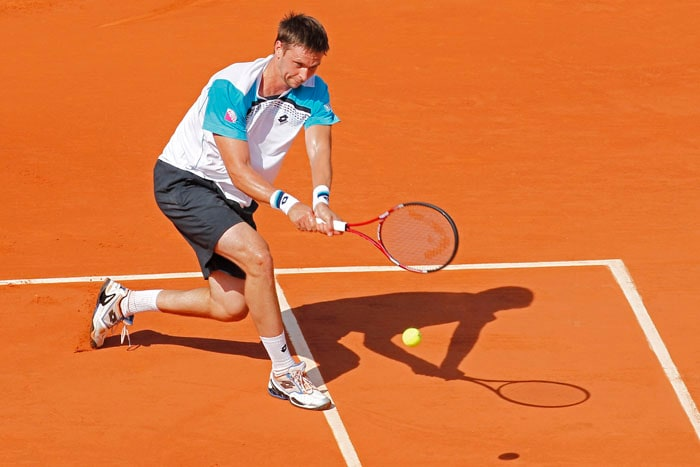 Sweden's Robin Soderling didn't have much trouble in getting past local boy Gilles Simon in the fourth round match at the French Open tennis tournament at the Roland Garros stadium in Paris. (AP Photo)