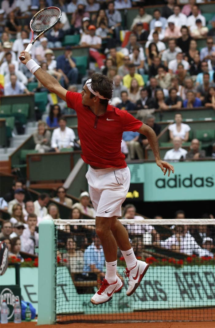 It was Federer who was off the block first. The Swiss looked unforgiving as he raced to a 5-2 lead in the first set.