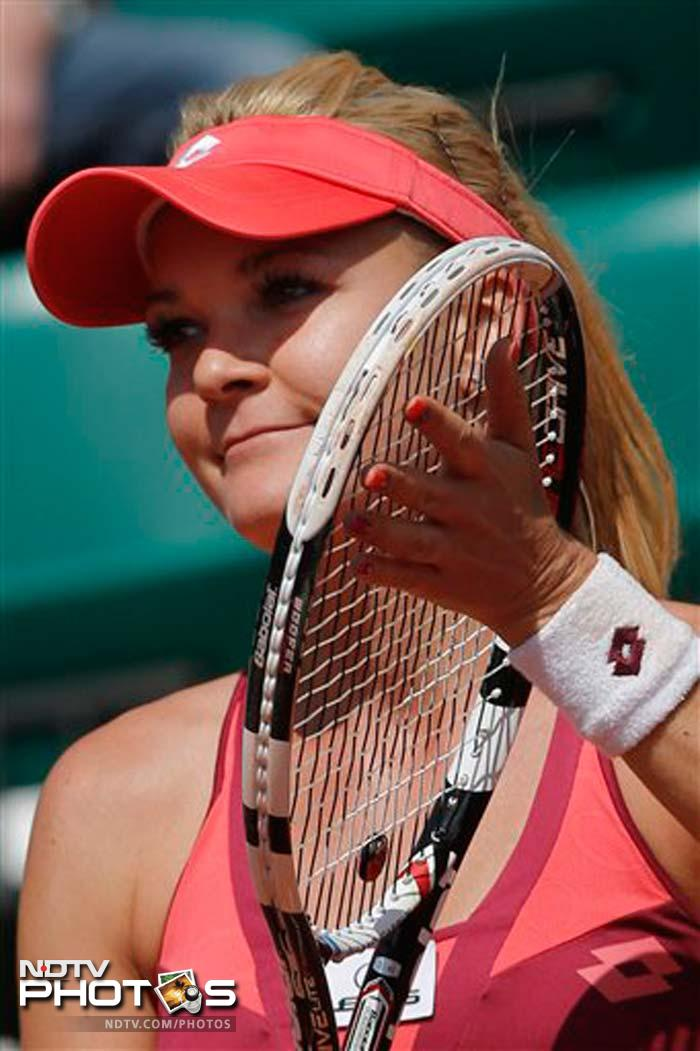 Agnieszka Radwanska needed only 57 minutes to win her opening match at French Open, beating Shahar Peer 6-1, 6-1.