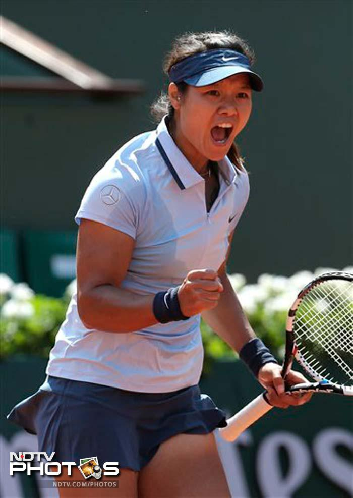 The 2011 champion Li Na of China advanced to the second round by beating Anabel Medina Garrigues 6-3, 6-4.