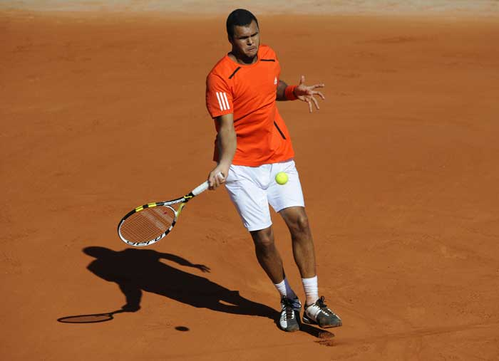 France's Jo-Wilfried Tsonga returns the ball to Germany's Daniel Brands during their men's first round match in the French Open at the Roland Garros stadium in Paris. (AFP Photo)