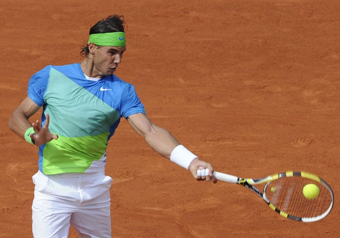 Spain's Rafael Nadal returns the ball to France's Gianni Mina during their men's first round match in the French Open at the Roland Garros stadium in Paris. (AFP Photo)