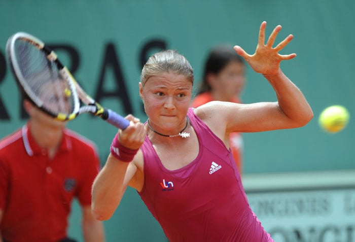 Russia's Dinara Safina returns the ball to Japan's Kimiko Date Krumm during their women's first round match in the French Open at the Roland Garros stadium in Paris. (AFP Photo)