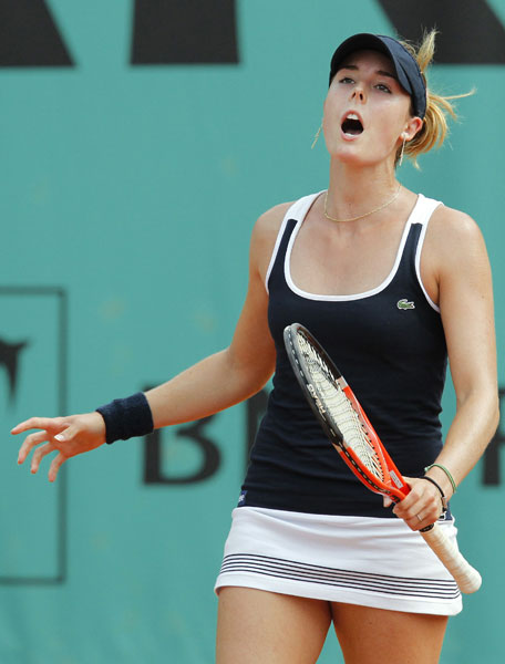 France's Alize Cornet plays gestures during her women's first round match against Anastasia Pavlyuchenkova of Russia in the French Open at the Roland Garros stadium in Paris. (AFP Photo)