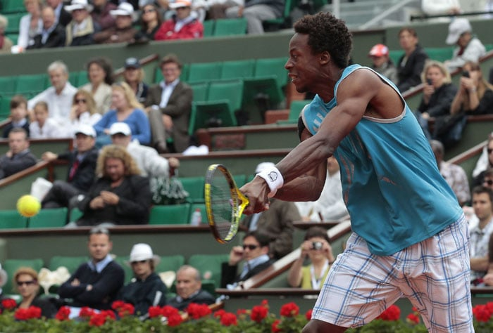 France's Gael Monfils returns the ball to Italy's Fabio Fognini during the men's second round match in the French Open at the Roland Garros stadium in Paris. (AFP Photo)