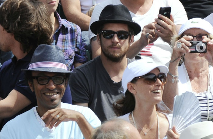 Former French football player Christian Karembeu and his wife Slovakia's model French actor Guillaume Canet and French musician Manu Katche watch the men's final match between Robin Soderling and Rafael Nadal in the French Open at the Roland Garros stadium in Paris. (AFP Photo)