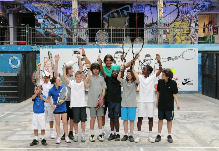 Spain's Rafael Nadal poses with young tennis players after playing with them at the Molitor swimming pool in Paris. The Moliltor swimming pool is an abandoned swimming pool complex located near Roland Garros stadium. (AFP Photo)