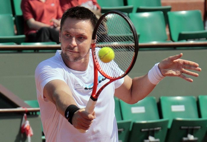 Swedish Robin Soederling attends a training session at the Roland Garros tennis stadium in Paris. (AFP Photo)