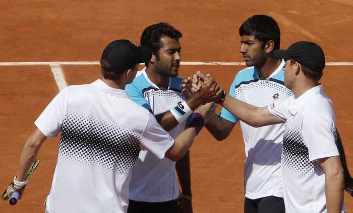 US' Bob and Mike Bryan shake hands with India's Rohan Bopanna and Pakistan's Aisam-ul-Haq Qureshi after their men's doubles quarterfinal match of the French Open tennis tournament at the Roland Garros stadium in Paris. (AP Photo)