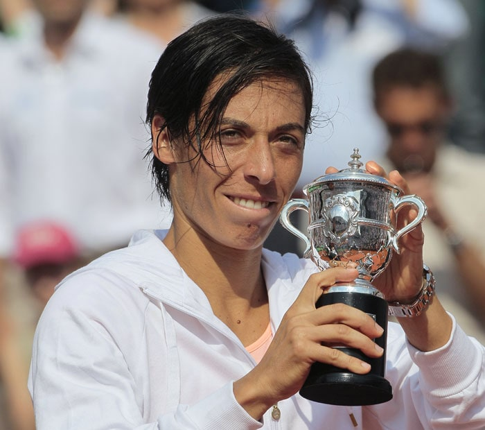 Italy's Francesca Schiavone holds the trophy after losing to China's Li Na during their women's final in the French Open tennis championship at the Roland Garros stadium in Paris. (AFP Photo)