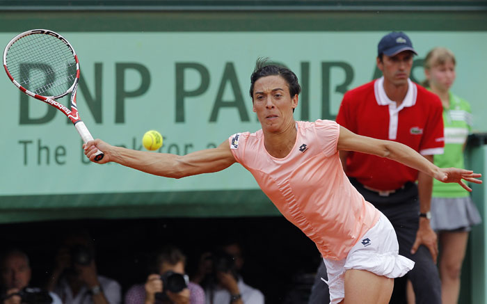 Italy's Francesca Schiavone returns the ball to China's Li Na during their women's final in the French Open tennis championship at the Roland Garros stadium in Paris. (AFP Photo)
