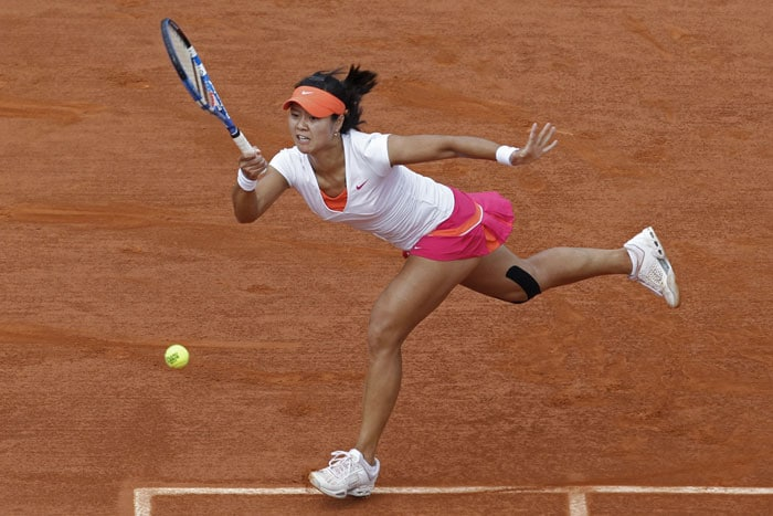 Li Na of China returns the ball to Francesca Schiavone of Italy in the women's final match of the French Open tennis tournament in Roland Garros stadium in Paris. (AP Photo)
