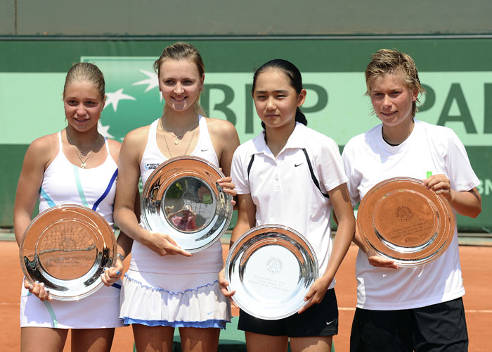 Ukraine's Maryna Zanevska and Russia's Irina Khromacheva pose with a trophy after winning over Russia's Victoria Kan (2ndR) and Netherlands' Demi Schuurs during their girls' doubles final in the French Open tennis championship at the Roland Garros stadium in Paris. (AFP Photo)
