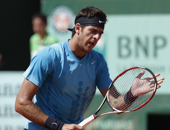 Argentina's Juan-Martin Del Potro reacts during a match with Serbia's Novak Djokovic during their men's third round match in the French Open tennis championship at the Roland Garros stadium in Paris. (AFP Photo)