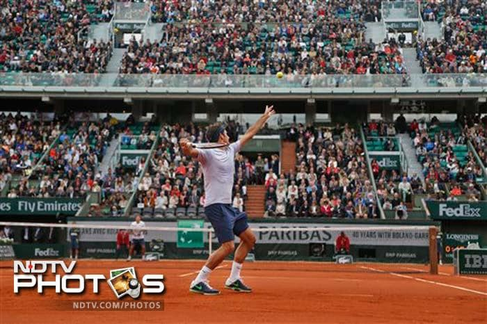 Roger Federer enjoyed an untroubled start to his 54th consecutive Grand Slam. Federer saw off Spanish qualifier Pablo Carreno-Busta, the world number 166, 6-2, 6-2, 6-3.