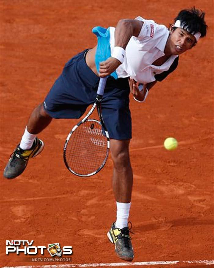 World No.188 Somdev Devvarman, who delivered his best performance on the red clay of Paris by reaching the second round, was no match for World No.2 Roger Federer