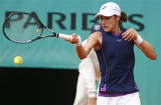 Slovenia's Katarina Srebotnik returns the ball to Switzerland's Patty Schnyder during their fourth round match of the French Open on June 1, 2008 at the Roland Garros stadium in Paris. (AP Photo)